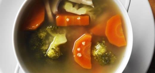 Bulion z pieczarkami, brokułami, marchewką i kaszą jaglaną - Szybko Tanio Smacznie